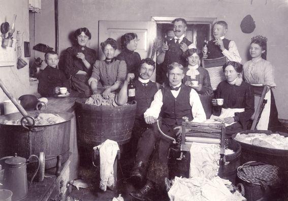 Fransk vask og strygning i Kannikegade, ca. 1905