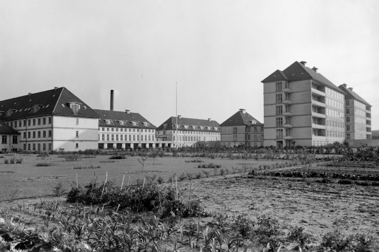 Sygehuset og dets køkkenhave omkring 1944