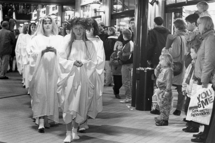 Luciaoptog gennem Slotsarkaderne,1992