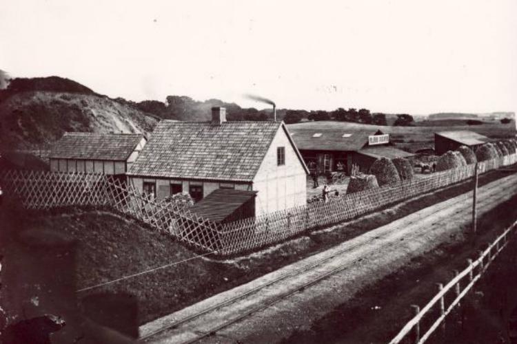 Hillerød Savværk var placeret helt tæt på jernbanesporene