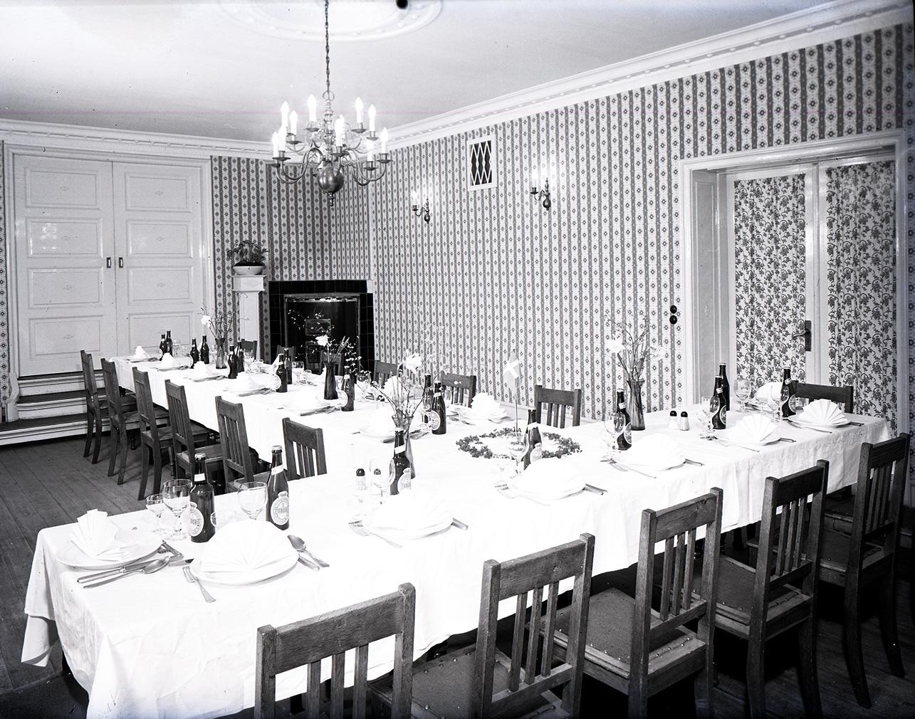 Mødelokale på Linden, hvor der er dækket op til spisning.