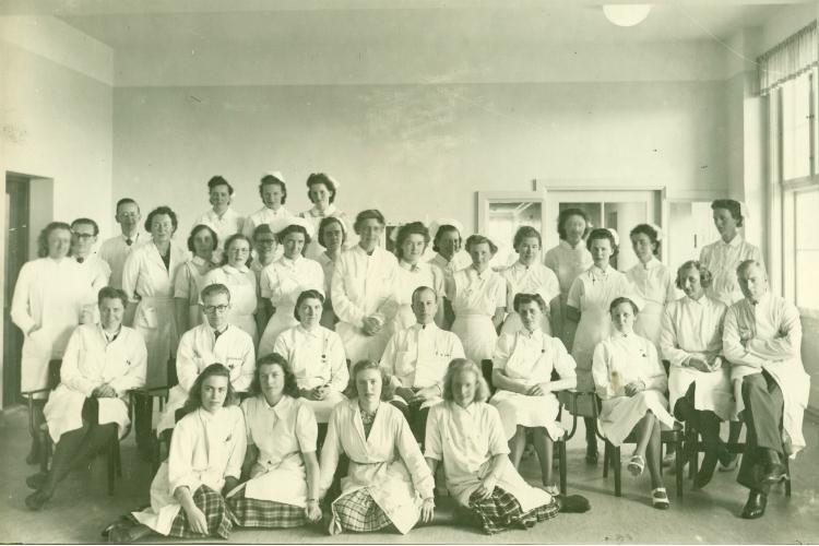Sygeplejersker og læger ved Frederiksborg Amts Sygehus ca. 1943