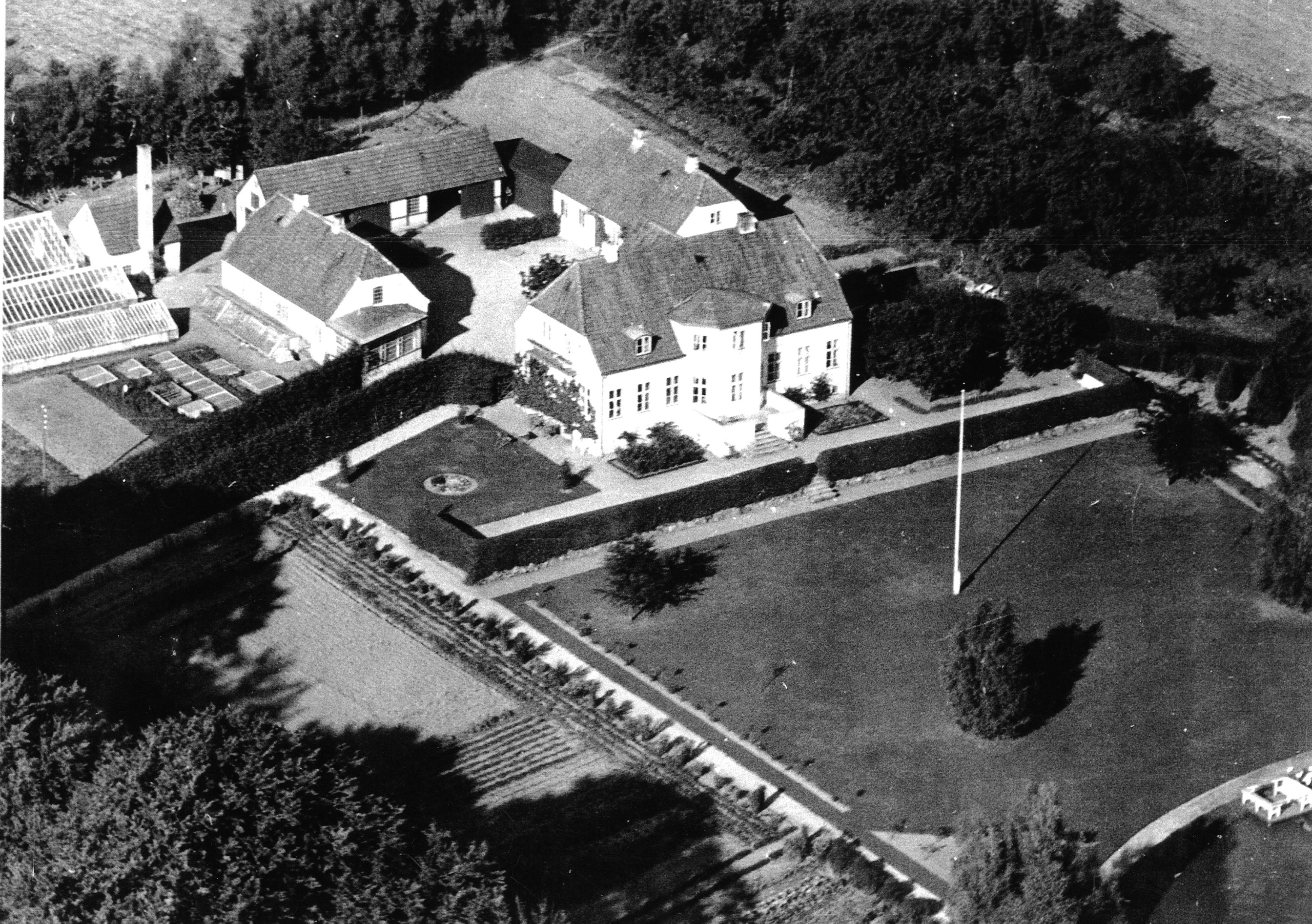 """Gadevangsvej 1, """"Vænget"""", luftfoto taget mellem og 1948-1952"""