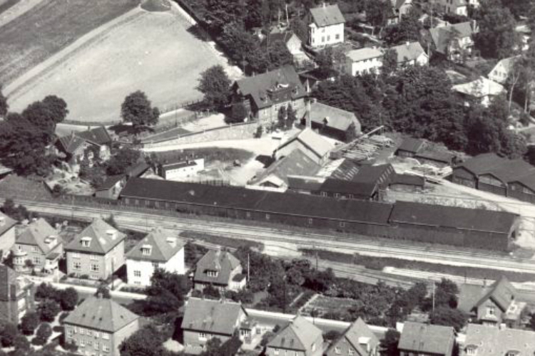 Oversigtsfoto af blandt andet savværksområdet cirka 1927