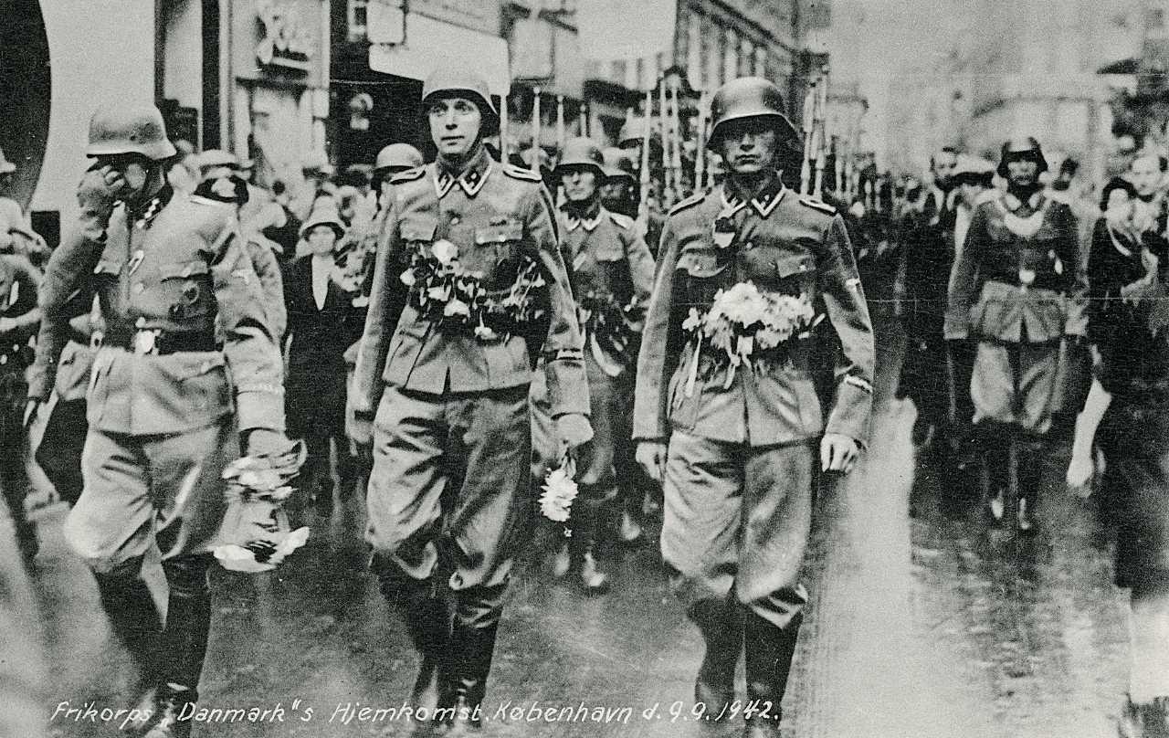 Soldater fra Firkorps Danmark på orlov i 1942