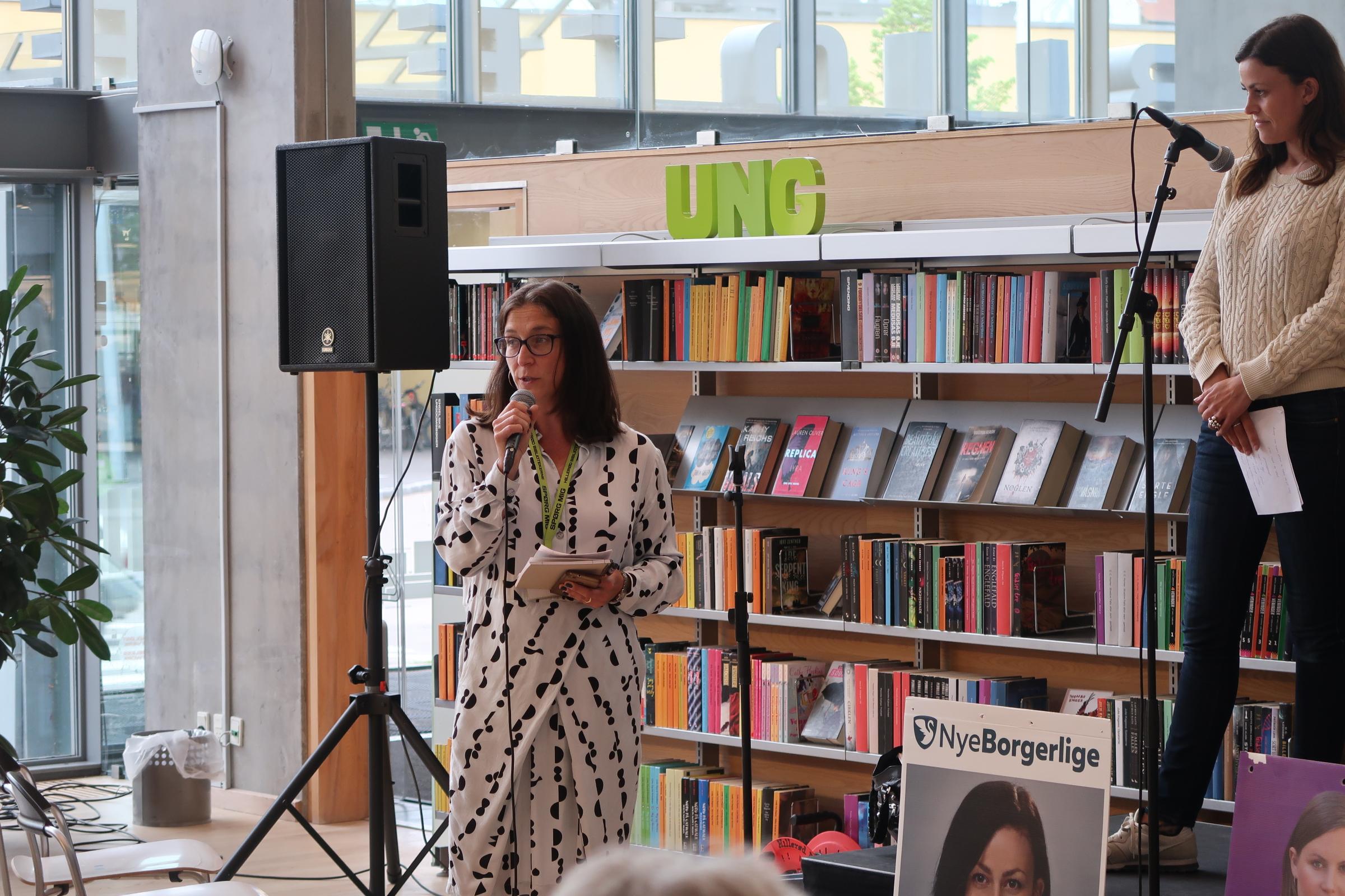 Det var bibliotekar Sarah Elizabeth Hvidberg, der var moderator på scenen, hvor politikerne debatterede emnerne sundhed og velfærd.
