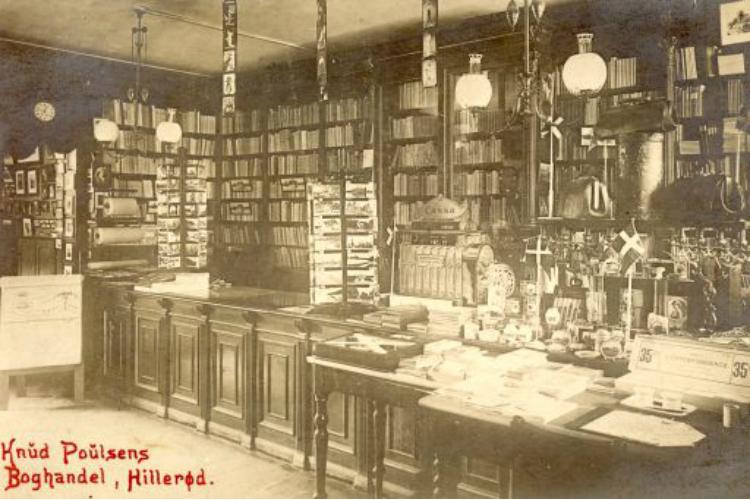Knud Poulsens Boghandel, Slotsgade 45, 1920. Interiør