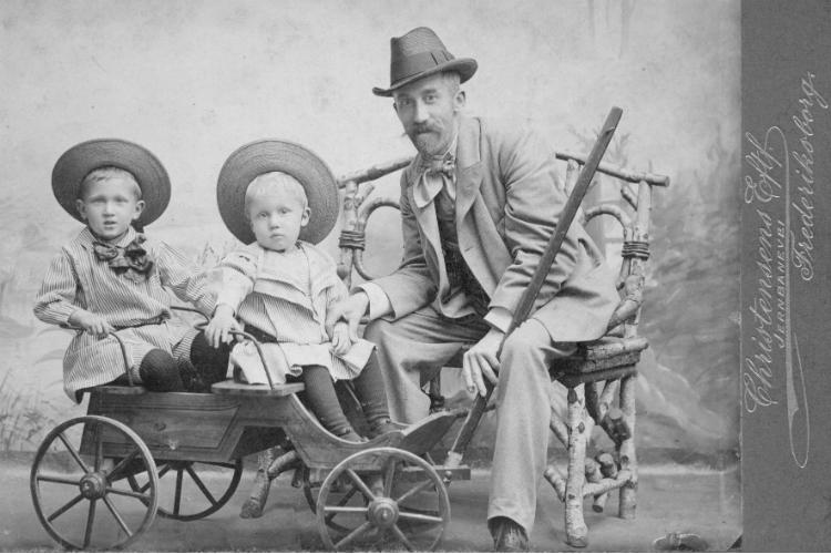 Baldur Ingolf Christensen med sønnerne Svend Aage og Knus Poul