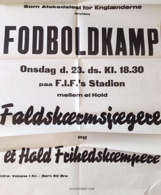 Plakat om fodboldkamp mellem engelske Faldskærmsjægere og Frihedskæmpere