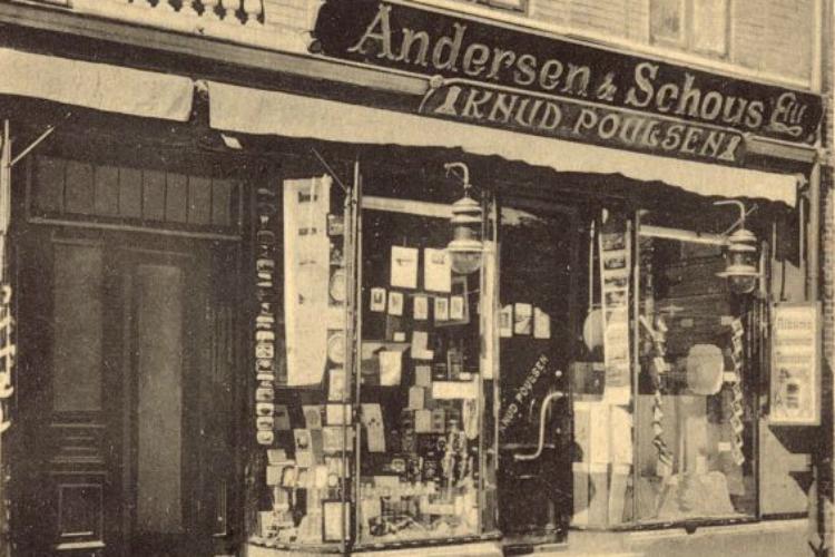 Knud Poulsens Boghandel, Slotsgade 45, 1920. Facade