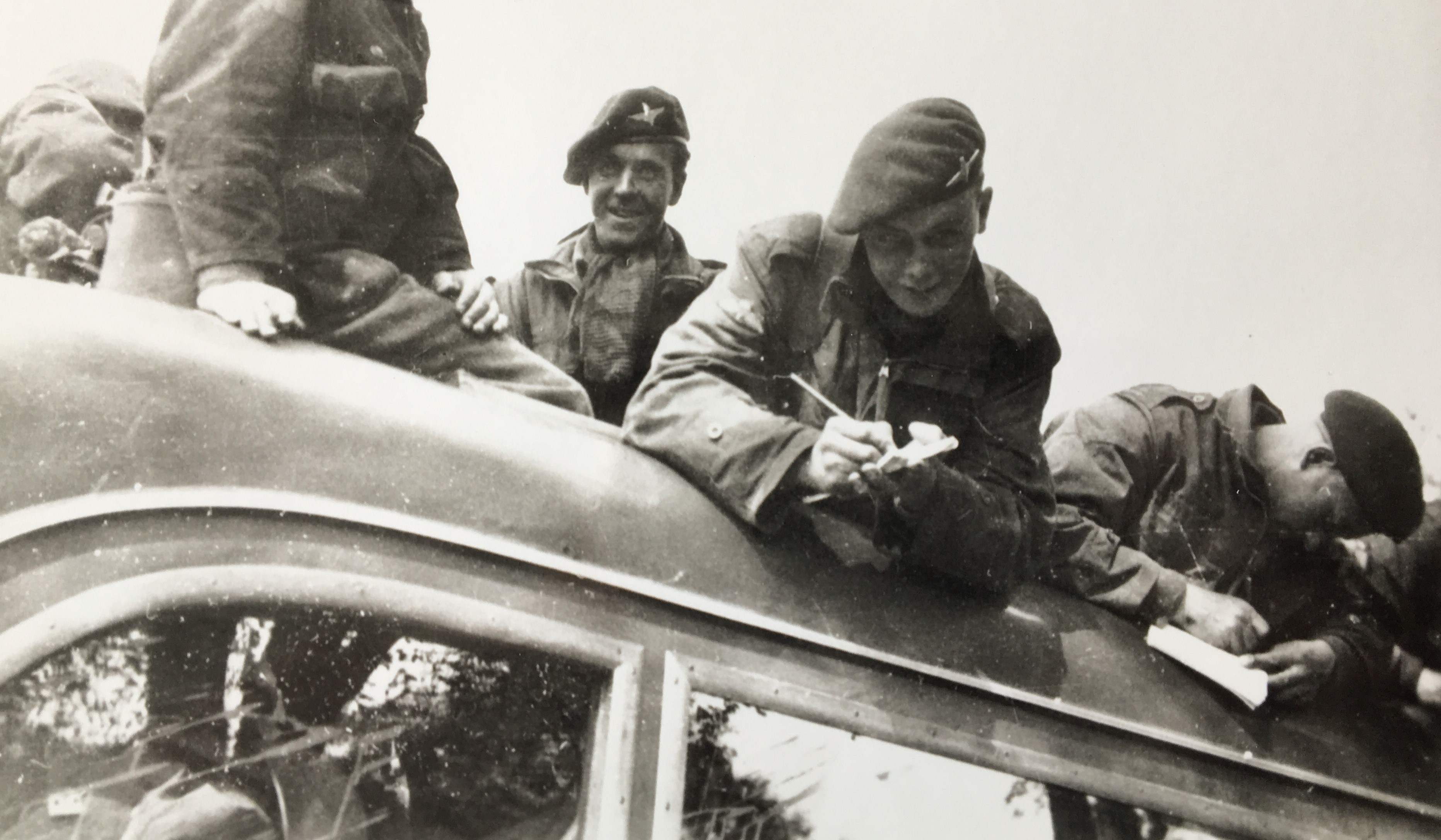 Engelske soldater hyldes