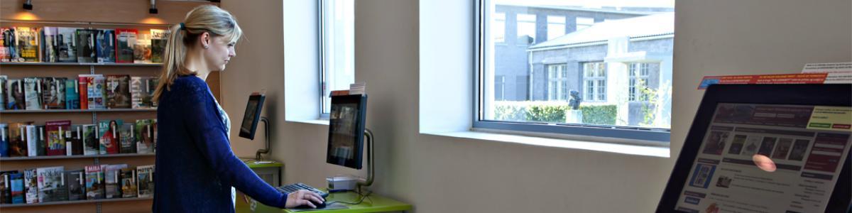 På Hillerød Bibliotekerne kan du benytte PC