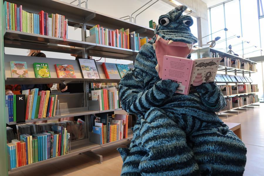 Hilbert læser en bog