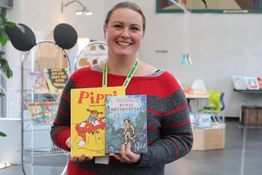 Stine Lauritzen Larsen med to bøger