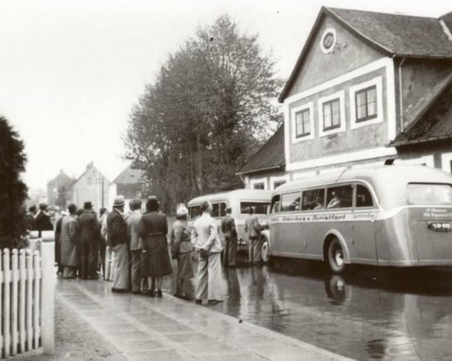 Turistbusser stopper foran Frederiksværksgade 39. Fotografi fra 1938.