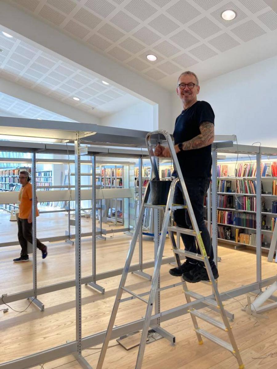Genopstilling af voksenbiblioteket