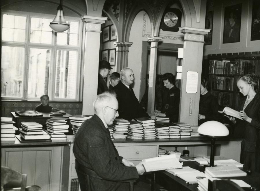 Bibliotekar Anders Uhrskov på Hillerød Bibliotek, Nordre Jernbanevej 6