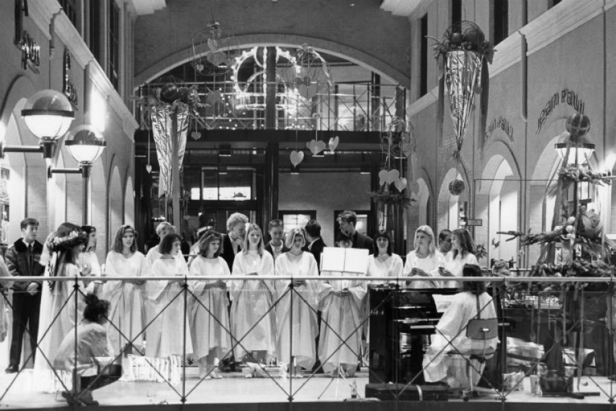 Luciaoptog i Slotsarkaderne i 1992