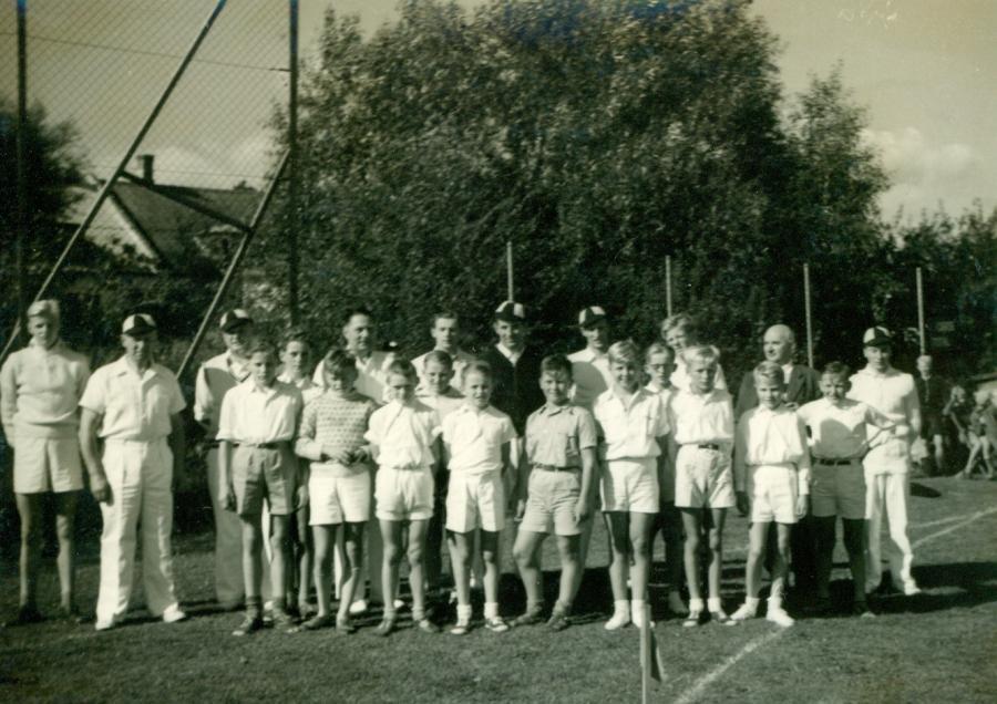 Cricket drengehold, 1953-1954