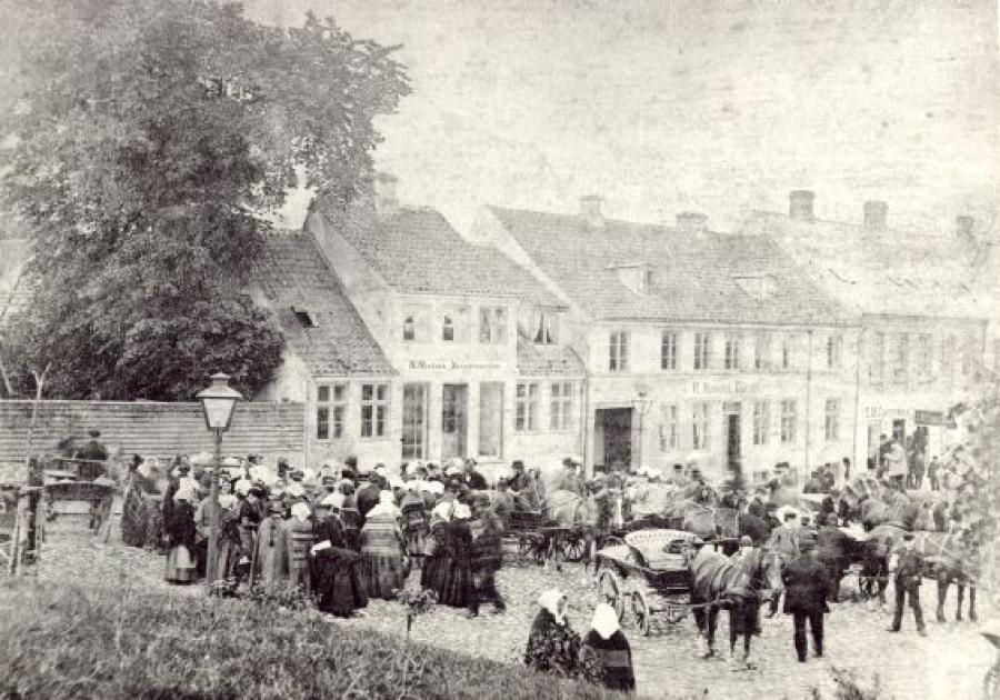 Torvet, markedsdag, 1865
