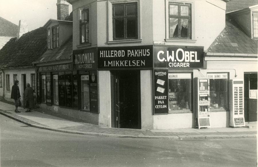 Købmand Mikkelsen, hjørnet af Bakkegade og Helsingørsgade. Ca. 1950.
