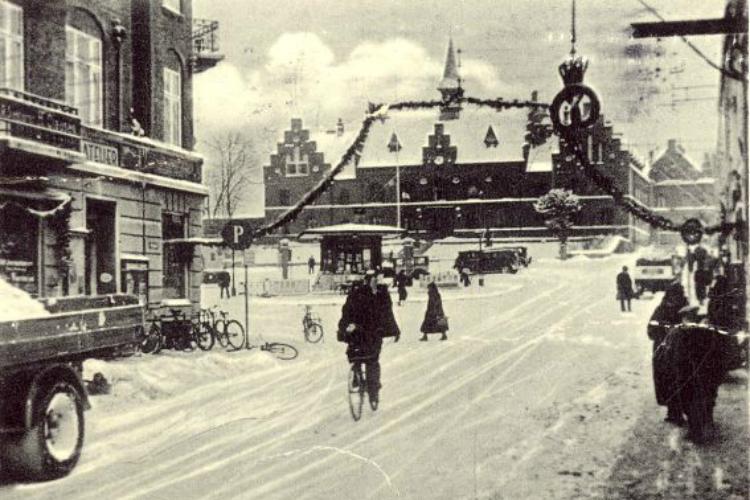 Torvet i sne